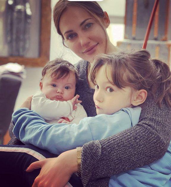 مريم اوزرلي وطفلتها من عشيقها الأميركي
