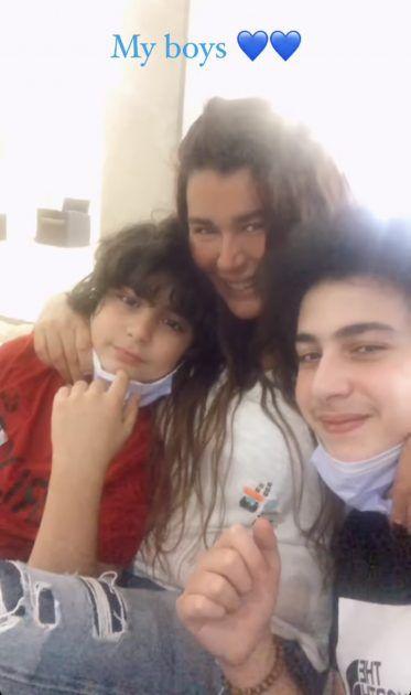 نادين الراسي مع ابنيها