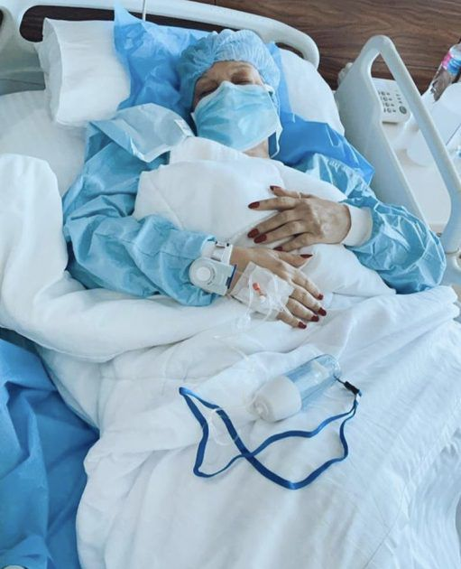 فيفي عبده خضعت لعملية جراحية - صورة