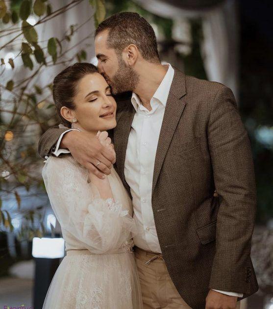 شام الذهبي ورسالة رومانسية لخطيبها - صورة