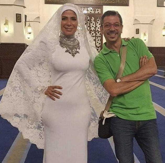 زفاف منى زكي وتطل بالحجاب - صورة