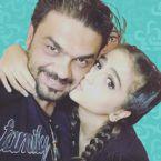 والد حلا الترك ينشر صورة ابنته بالمايوه