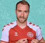 لحظة سقوط اللاعب الدنماركي واصابته بأزمة قلبية - فيديو