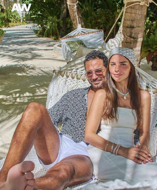 كريم فهمي وزوجته قصة حبهما مُلهمة! - صورة