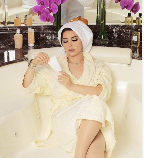 شمس الكويتية في حوض الاستحمام - صورة
