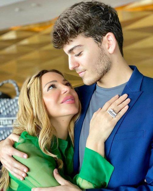 سوزان نجم الدين مع ابنها الأطول منها! - صورة