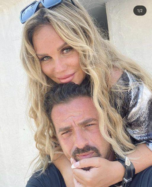 نيكول سابا تحتضن زوجها وكأنه سيهرب! - صورة