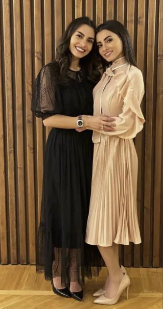 كارمن سليمان وشقيقتها