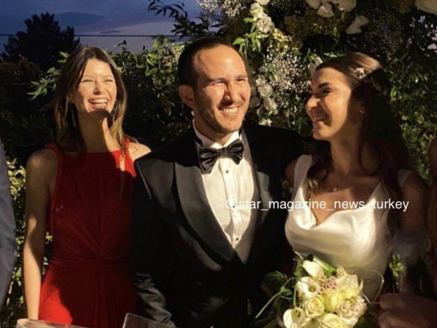 بيرين في زفاف شقيقة حبيبها الراحل
